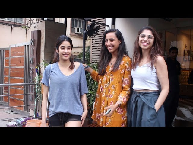 Janhvi Kapoor, Sharmin Sehgal And Namrata Purohit Spotted Farmers Cafe At Bandra