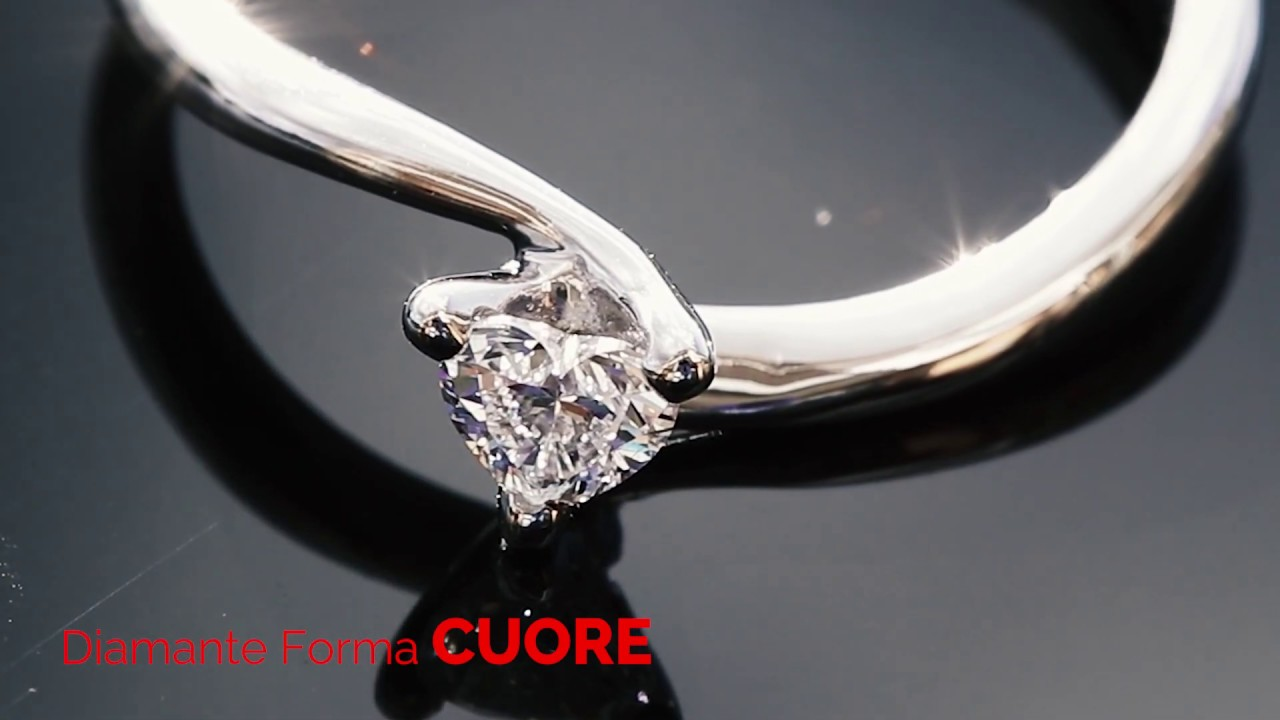 Diamante Naturale a forma di CUORE brilla nella luce del sole
