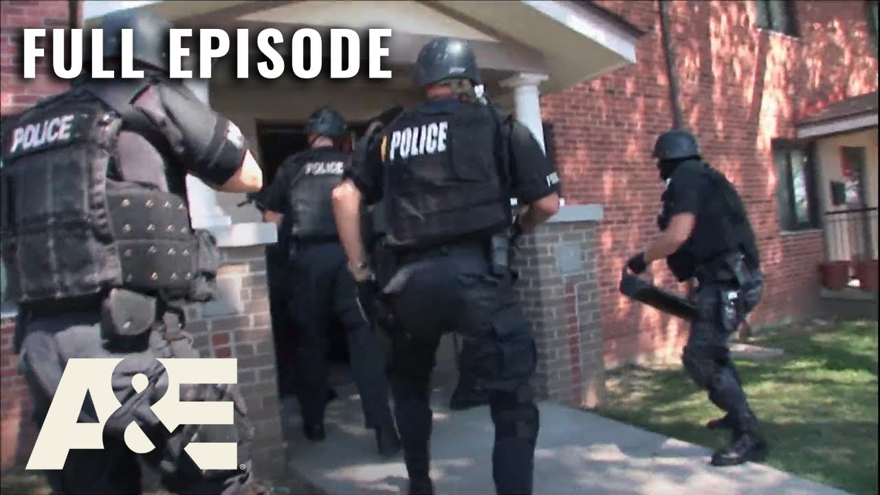 Download Kansas City SWAT: Armed Suspect Threatens to Fight - Full Episode (S1, E3)   A&E