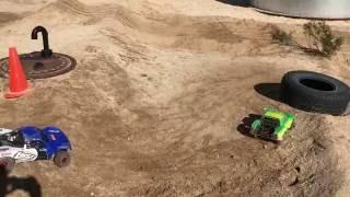 Losi Baja Rey Vs Axial Yeti Score Trophy Truck Desert Track Racing