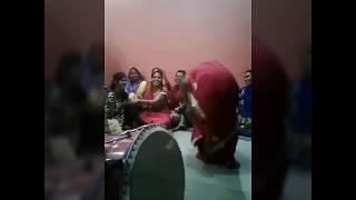Garmi aaye to essay dance 😘😘😘