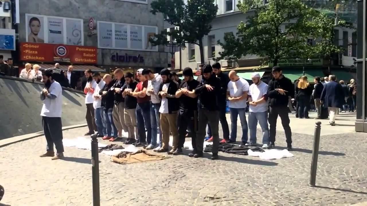 Beautiful Scene: Muslims Pray in Public in a German City ...