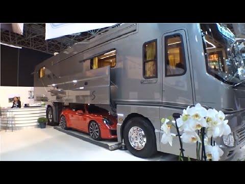 تبدو من الخارج وكأنها حافلة عادية، لكنك لن تصدق ما ستراه بالداخل