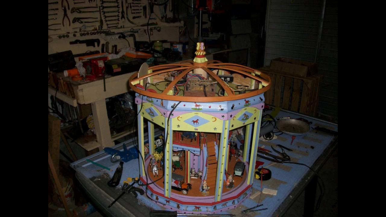 Fabrication d 39 une maquette de carrousel en bois youtube Fabrication d une porte en bois