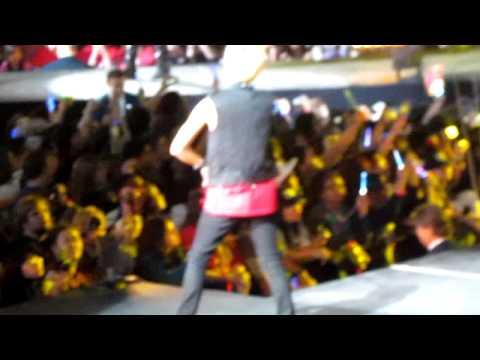 [HD] SHINee Amigo at SMTown NYC MSG (2min focus)