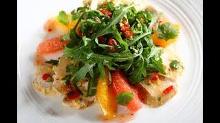 Przepis- Pierś z kurczaka na sałacie z rukoli i cytrusów (przepisy kulinarne Przepisy.pl)