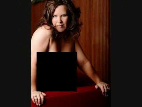 vickie-guerrero-wwe-nude-photos-young-girl-drawings