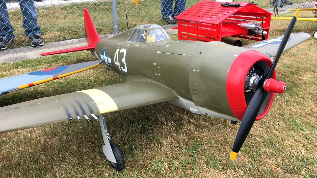 Top Flite Giant Scale P-47 Razorback WWII Warbird RC Plane At Warbirds Over  Whatcom
