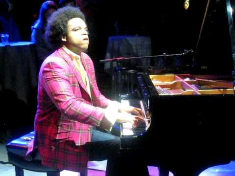 "Coldplay ""Clocks"": Eric Lewis on Piano (ELEWTube)"