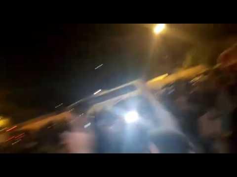 الجماهير الصحراوية بمدينة العيون تتضامن مع المعطلين المعتصمين في الحافلة