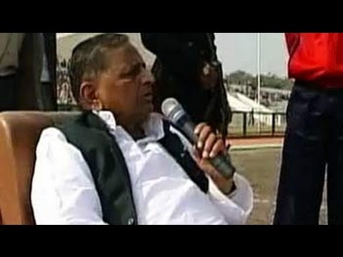 Mukhyamantri Chale Gaon: Mulayam Singh Yadav visits native village of Saifai (Aired: Dec 2005)