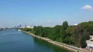 La Seine en Métro au pont de Clichy, Paris.