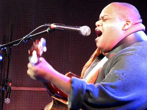 TOSHI REAGON keep on living KNITTING FACTORY NYC December 11 2010