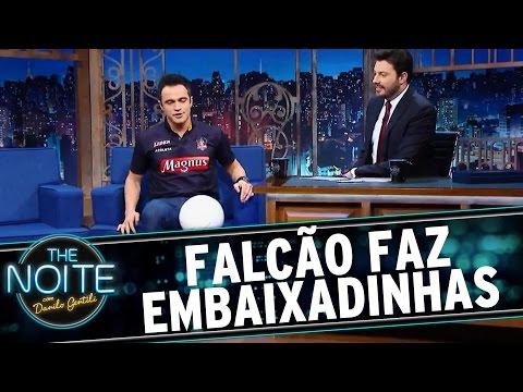 The Noite (15/06/16) - Falcão é entrevistado enquanto faz embaixadinhas
