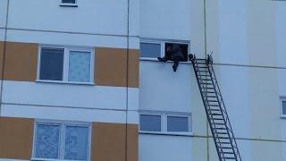 В Мозыре молодой человек угрожал покончить жизнь самоубийством.