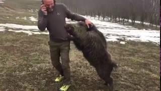 Wild boar and man 1 on 1! Дикий кабан и мужик 1 на 1! Ты такое видел?