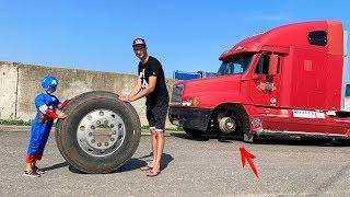 A roda caiu no caminhão grande - Capitão América ajudando o Homem