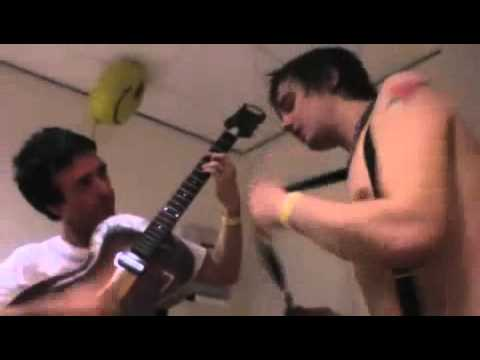 Johnny Marr and Pete Doherty playing 'Jeane'