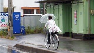 Umbrellas & Phones on Bikes in Japan!