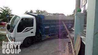 Overloaded isuzu elf dump truck succeeded escape from the ditch  hole