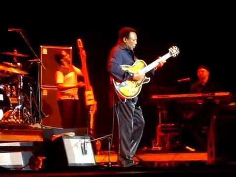 George Benson (LIVE) - 'La Bamba' @ The Capital Jazz Fest 2012.