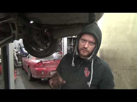 Задняя подвеска Мицубиси Эндевор и топливная горловина бензобака. Отличие сайлентблоков.