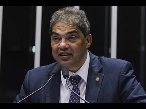 Hélio José destaca papel social das rádios comunitárias