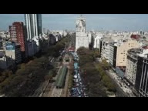 Hundreds protest Argentina economic policies