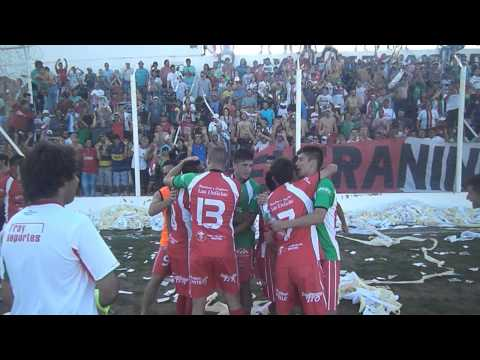 Festejo de los jugadores de Fray Luis Beltrán
