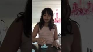 Visar hur man gör butter slime och jiggly slime