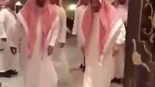 شاهد.. الملك سلمان يزور الشيخ ناصر الشثري في منزله
