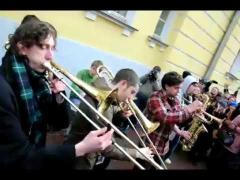 Духовой оркестр уличных музыкантов