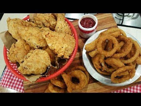 Pollo frito con aros de cebolla con salsa mixta