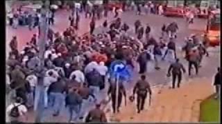 Polen-deutschland, 1996 in zabrze   deutsche hooligans polen 96′rund 300 randalierer mussten damals zu beginn der partie von polnischen polizisten gewalts...