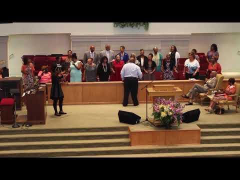 Kyla Gwyn & Lizzie Chapel Baptist Church Mass Choir