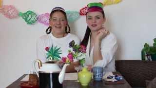 Herta und Clara trinken Kaffee...