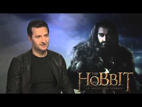 Richard Armitage sings Misty Mountains song