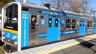 下吉田駅を通過する富士急行線8000系電車「フジサン特急」と6000系電車