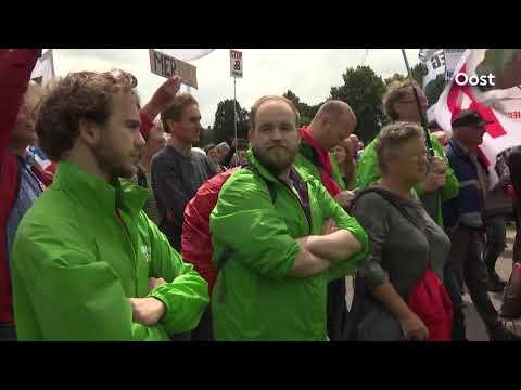 KIJK TERUG: de live-registratie van de protestactie 'Stop de luchtvaartgroei' in Zwolle