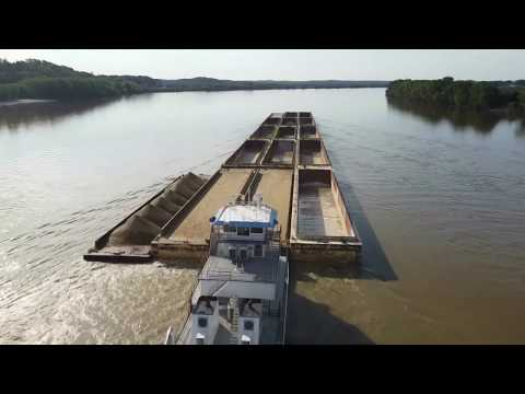 Awesome Footage Of Towboat Traffic On The Ohio River