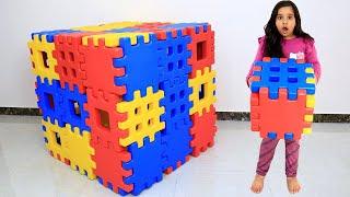 شفا تلعب بالمكعبات |تلعب الغميضة مع ماما !!! Shfa ans soso Playing with Toy Blocks