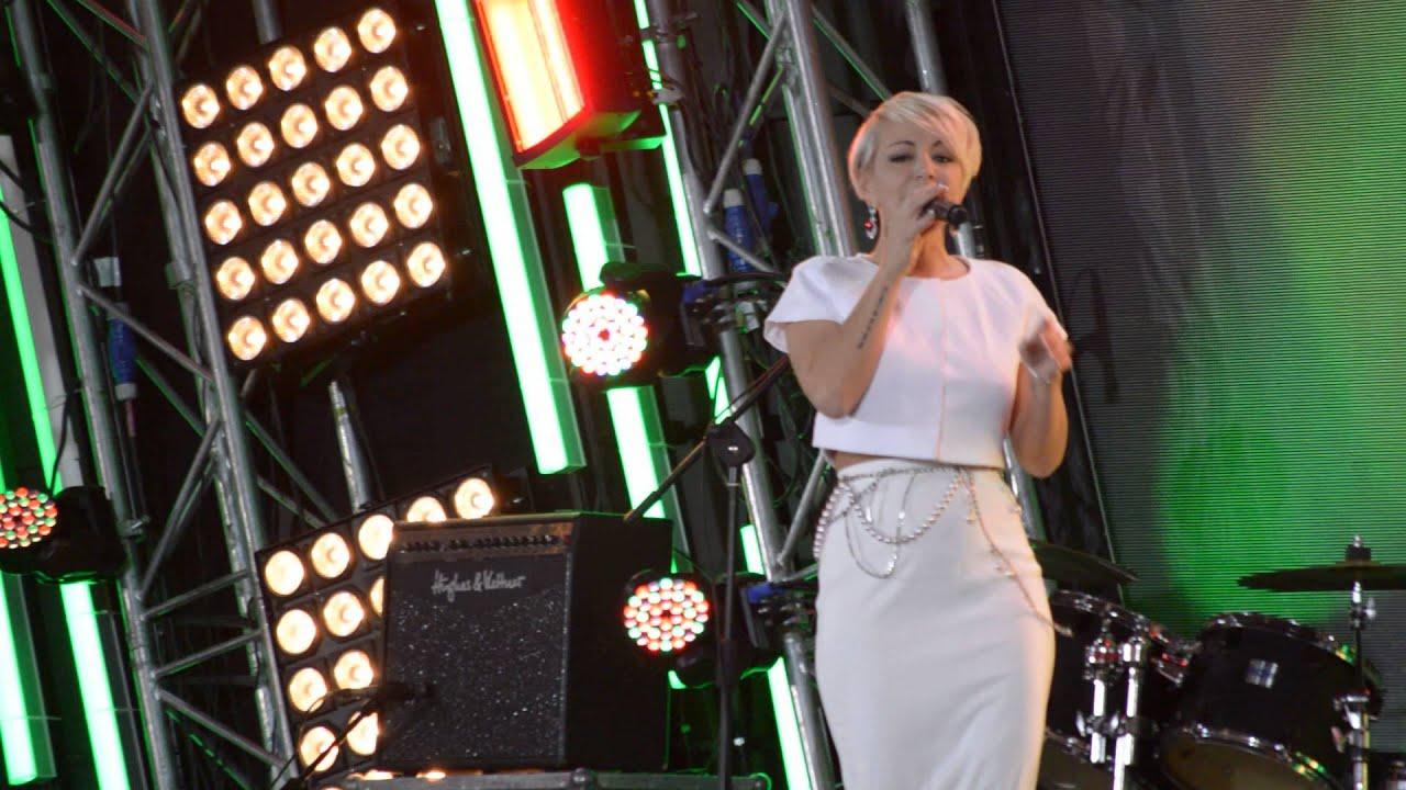 Минус белое платье на счастье надела