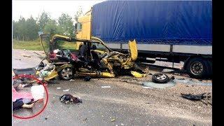 Смотреть видео Смертельные ДТП 2018.Самые жуткие ДТП №2.Fatal russian car accidents 2018.NEW онлайн