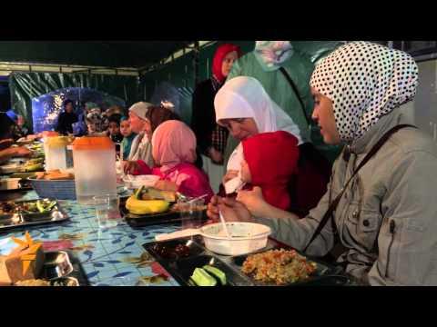 Crimean Tatars Break Ramadan Fast In Simferopol