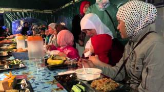 Crimean Tatars Break Ramadan Fast In Simferopol