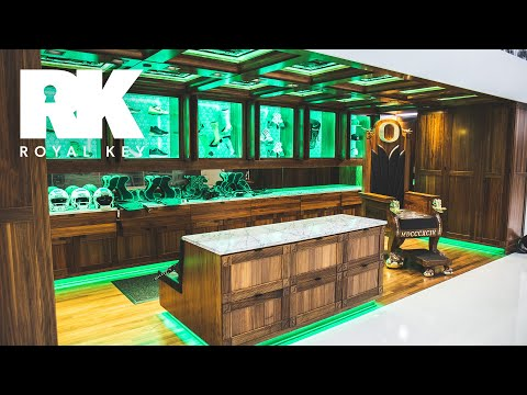 We Toured the Oregon Ducks' AMAZING Football Facility & Sneaker Equipment Room