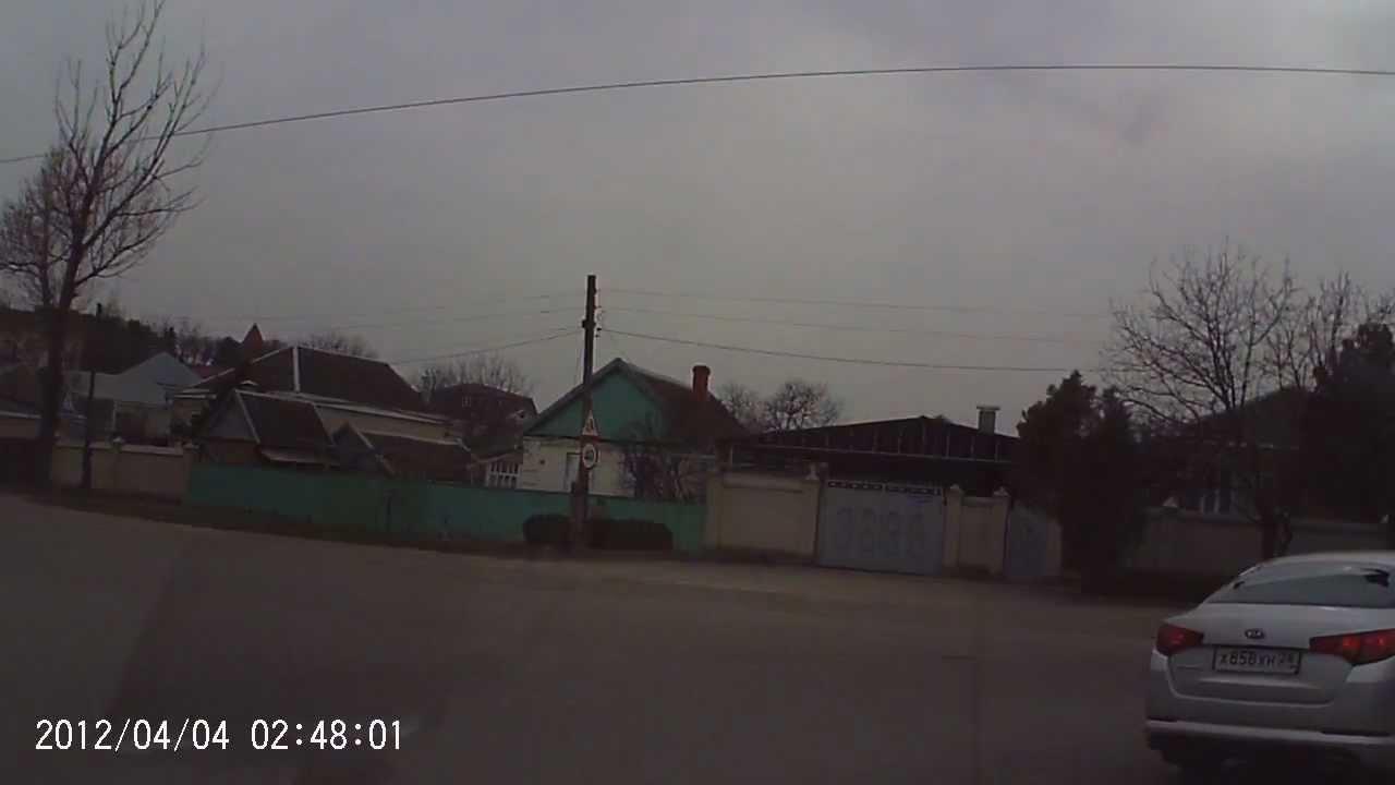 KIA - заднее стекло осыпается, Пятигорск, 15.03.2013