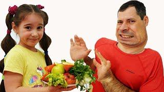 Аня учит папу как нужно правильно питаться и заниматься спортом
