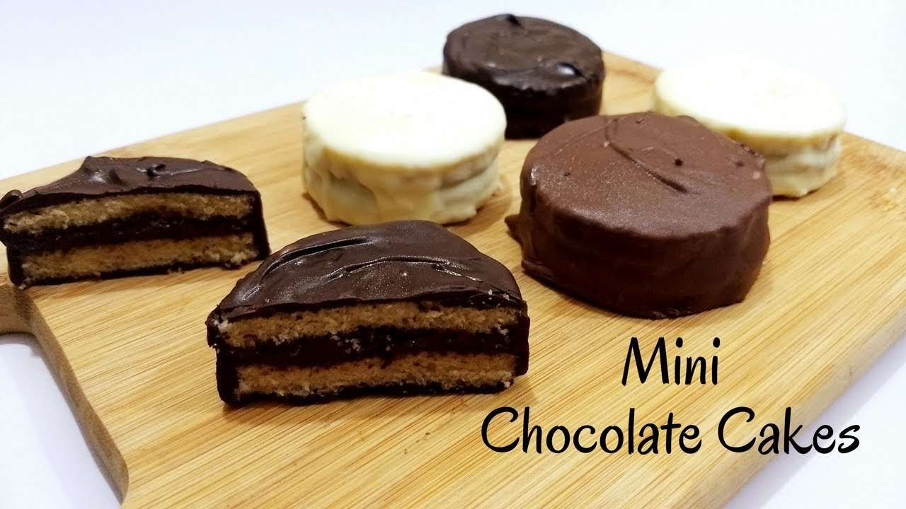 Mini Chocolate Cake Recipe in Hindi by Cooking with Smita ...