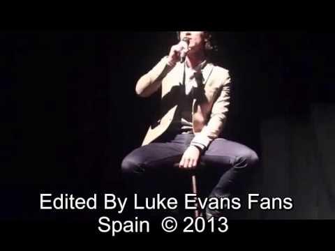 Luke Evans Fans Spain-Luke en el  Lyric Theatre (Belfast) 22/09/2013